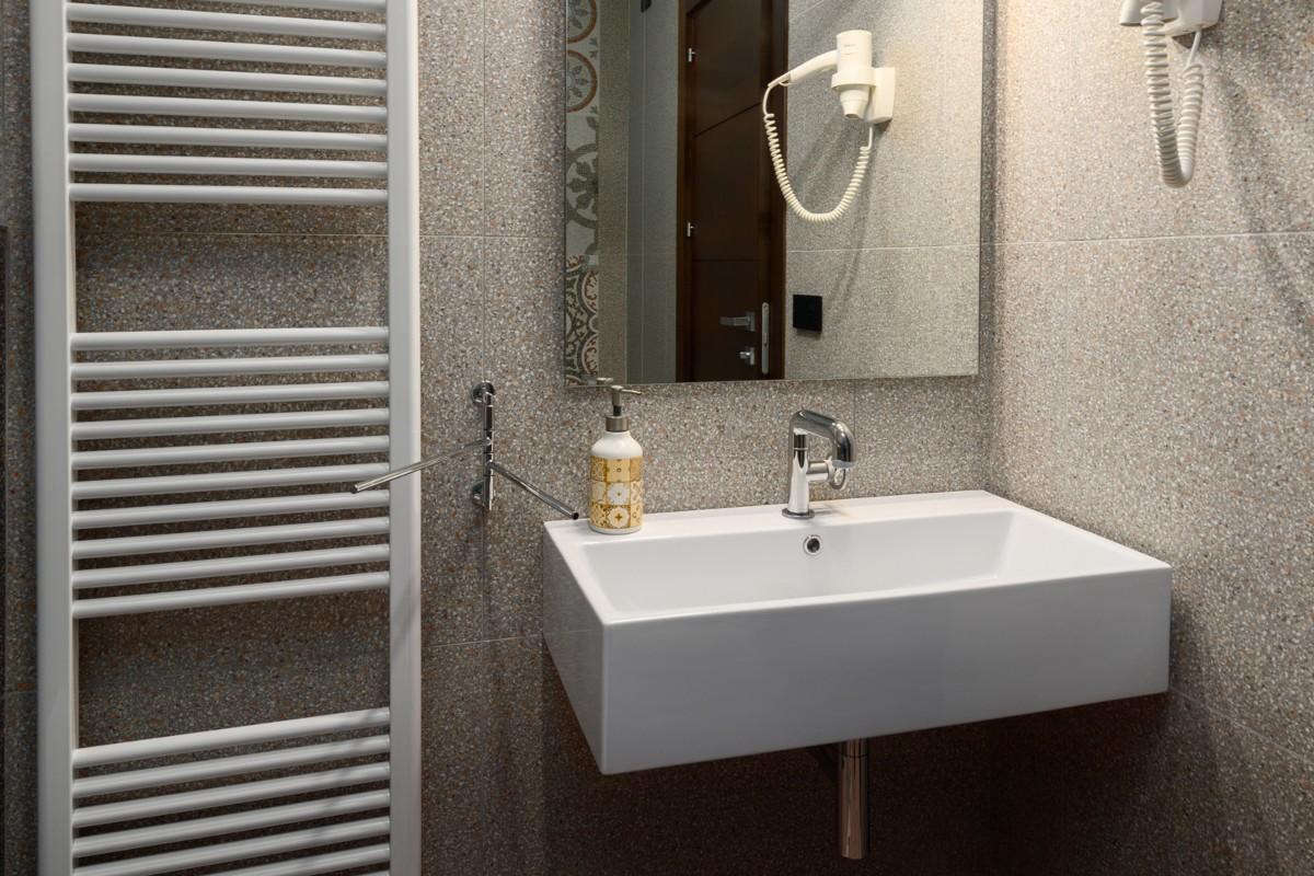 bagno lavabo specchio