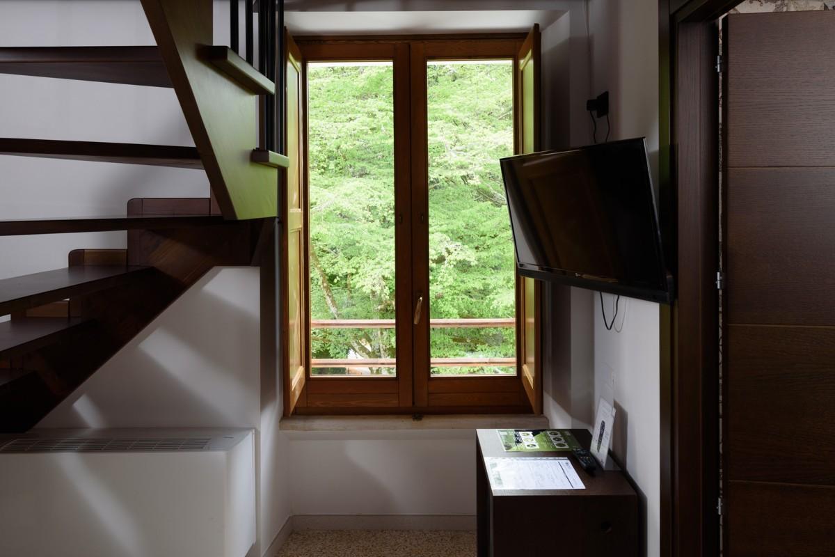 scale televisore finestra